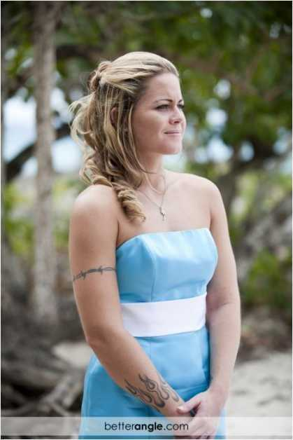 Tara & Bradleys Beach Wedding Image - 8