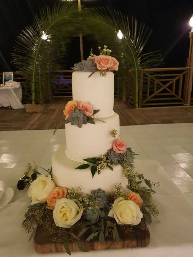 3 tier gorgeous customized wedding cake